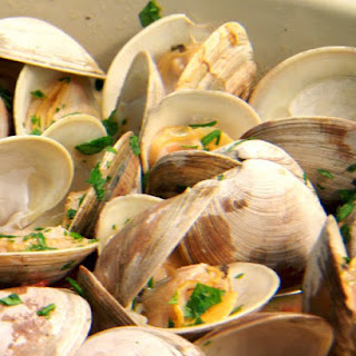 Grilled Clams with Garlic, White Wine, and Tomatoes