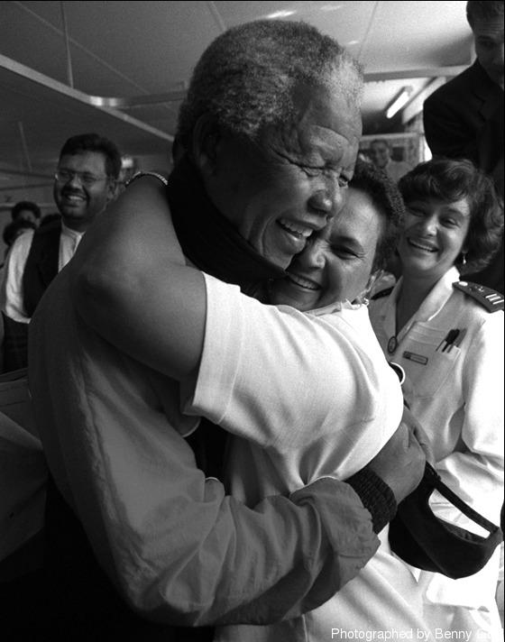 """""""... ฉันจะพบกับ Madiba ในวันนั้น แม้ว่าพวกเขาจะต้องเข็นฉันไปในเก้าอี้รถเข็นก็ตาม..."""""""