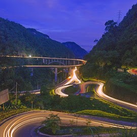 Kelok 9 (Nine Turns) Highway , Padang -  Indonesian by M Reza Saptodi - Buildings & Architecture Bridges & Suspended Structures