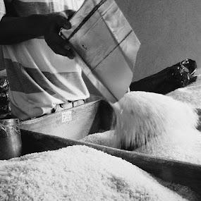 Rice seller by Rully Kustiwa - Instagram & Mobile Instagram ( instagram, market, ciomas, bogor, instafoto, instagramindonesia, vscocam )