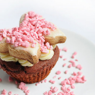 Red Velvet Shortbread Cup Cake