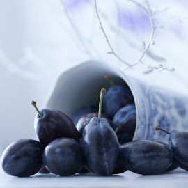 Blue plums by Iva Aviana - Food & Drink Fruits & Vegetables ( blue pint, fruit, vitamins, still life, brunch, plum )