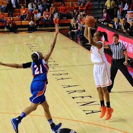 Hitting The Three! by Kathy Suttles - Sports & Fitness Basketball