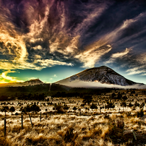Sunrise in the mountain by Cristobal Garciaferro Rubio - Landscapes Sunsets & Sunrises ( clouds, popo, rise, mexico, popocatepetl, sunrise, sun )