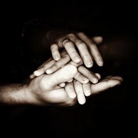 День 12. Руки. by Vadim Malinovskiy - Instagram & Mobile iPhone ( gratitudephotochallenge )