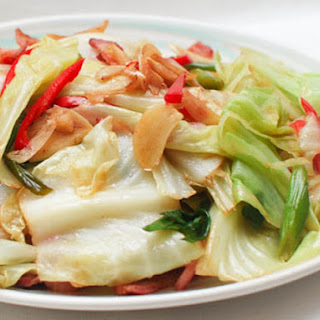 Chinese Spicy and Sour Stir-Fried Cabbage With Bacon