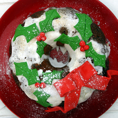 Apple, Mincemeat And Chocolate Christmas Wreath Cake