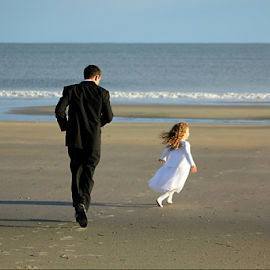 You Caught My Mom but You Can't Catch Me by Darlene Lankford Honeycutt - Wedding Groom ( wedding, dl honeycutt, candid, beach wedding, groom, flower girl )
