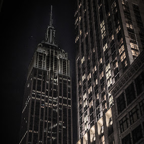 The Empire... by Pope  Africanas - City,  Street & Park  Night ( black & white, nyc, empire state )