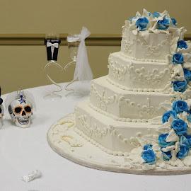 Cheris Cake by Floyd Friloux - Wedding Reception ( different, scary, wedding skulls, wedding cake, shock,  )