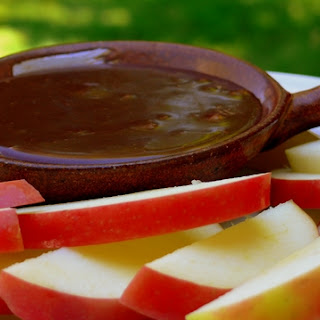 Chocolate Mint Fondue with Apple Slices