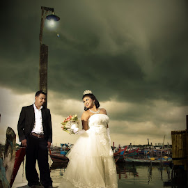 Prewed Session by Sugeng Sutaryo - Wedding Other ( wedding job, black and white photography, candid, canon user, eyelevelphotography, manipulation, composite, sugeng sutaryo, photography, eyelevel, wedding, image dream, digital imaging, nikon user, videography )