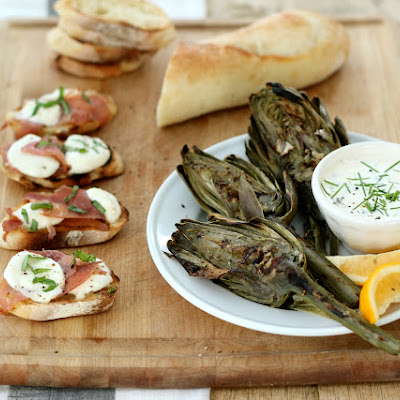 Grilled Prosciutto, Fresh Mozzarella Garlic Toasts with Fresh Basil | Easy Summer Entertaining Recipes