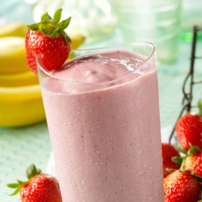 Strawberry, Banana & Almond Milk Smoothie