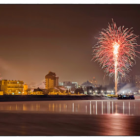 New Year's fireworks from Danube by Vanja Vidaković - Public Holidays New Year's Eve