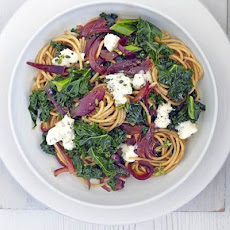 Spaghetti with caramelised onion, kale & Gorgonzola