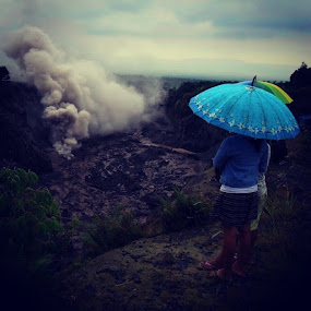 Payung Galau by Piet Leba - Instagram & Mobile Android ( android, umbrella, payong, smoke, pepole )