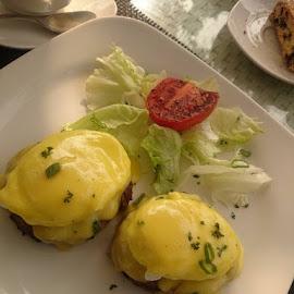 egg bendict by Ayesha Khan - Food & Drink Plated Food