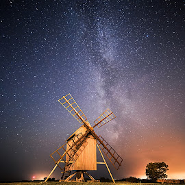Resmo by Jörgen Tannerstedt - Landscapes Starscapes ( milkyway, sweden, kalmar, astronomy, milky way, nightscape, night photography, stars, astrophotography, night, windmill, galaxy, öland )