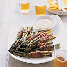 Bacon-Wrapped Asparagus Bundles with Spicy Dipping Sauce