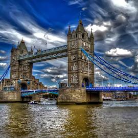 Tower Bridge by Rubens Campos - Buildings & Architecture Bridges & Suspended Structures ( londres, ponte, tower, hdr, london, tower bridge, torre, bridge )