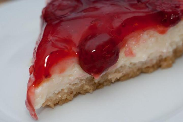 Strawberry-Topped Cheesecake with Graham Cracker Crust Recipe | Yummly