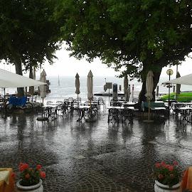 garda con pioggia by Francesco Benettolo - Landscapes Underwater ( lago, pioggia, tavoli, garda, bar )