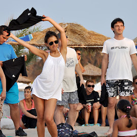 Audience by Anton Ivanov - News & Events Entertainment ( concert, sand, wikeda, audience, beach )