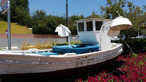 Barca Frente Al Mar