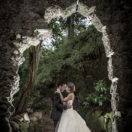 Ruins by Valter Antunes - Wedding Bride & Groom ( noivos, dress, wedding, casamento, trash, the, bride, groom )