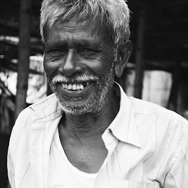 SMILE HEALS PAIN by Subham Ghosh - Novices Only Portraits & People ( pain, smile, man, portrait, photography, aged )