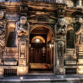 Casa degli Omenoni, Milano by Andrea Conti - Buildings & Architecture Statues & Monuments