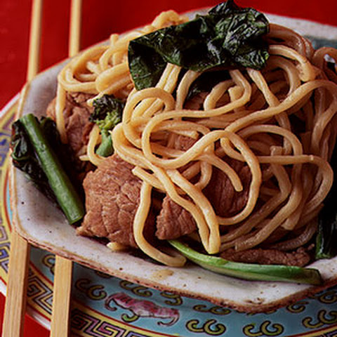 Lo Mian (Egg Noodles with Beef and Chinese Broccoli)