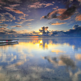 coming now by LeeMonz Moonz - Landscapes Sunsets & Sunrises ( sunset, sunrise, landscape, boat, sun )