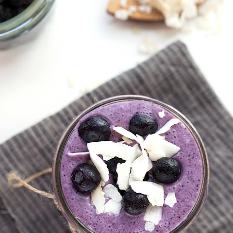 {Metabolism Boosting} Blueberry Coconut Lime Smoothie
