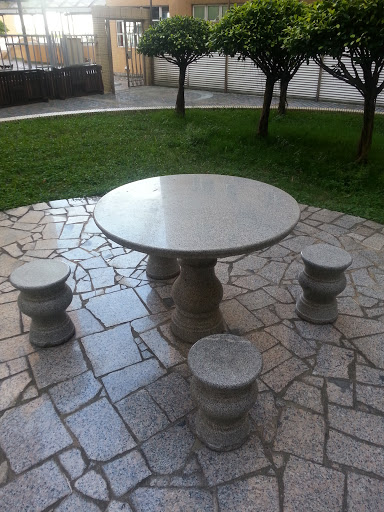 Chinese Round Table