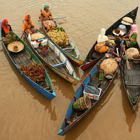 berenam by Chev M - Transportation Boats ( floating market, tradition, formation )