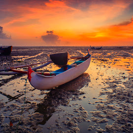 Pinky in The Morning by Bayu Adnyana - Transportation Boats ( landscape photography, sunrise, transportation, morning, boat )