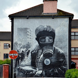 Mural in Derry, Ireland by Tyrell Heaton - News & Events Politics ( ireland, derry, mural challenge,  )