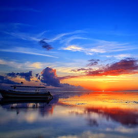 Sunrise' Moment by Ina Herliana Koswara - Landscapes Sunsets & Sunrises ( sky, sanur, beach, sunrise, morning, boat )