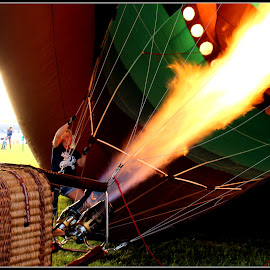 Getting ready to launch by Dale Carney - News & Events Entertainment ( balloon festivals, hot air balloons )