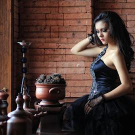 Sisi Yolanda by Siswanto Siswanto - People Portraits of Women