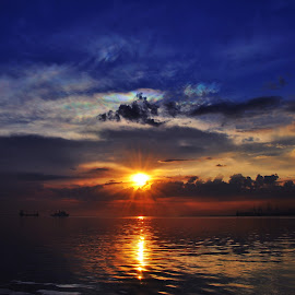 Sunset at Manila Baywalk, Philippines by Tope T - Novices Only Landscapes