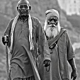 HDR sadhu by Nikhil ThEwaý - People Street & Candids ( canon, 1200d, hdr, black and white, indian, sadhu )