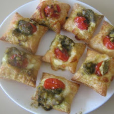 Super Easy Appetizer - Tomato and Pesto Crostini