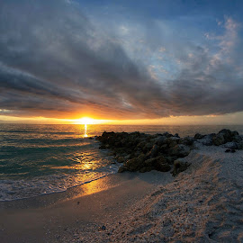 Gulf of Mexico sunset by Michael Davis - Landscapes Sunsets & Sunrises ( clouds, florida, sunset, storm )
