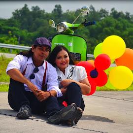 Kebahagian itu sederhana  selalu wkt bersama komunikasi baik dan saling percaya maka semuanya akan bahagia.....D5100 f.5/6 ss 1/650 iso 100 55-200mm fl.93 mm by Happy Christmawan - People Couples