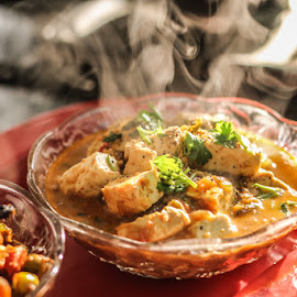 Cottage cheese curry by Geetika Johnson - Food & Drink Meats & Cheeses ( garnish, indian, hot, cheese, curry )