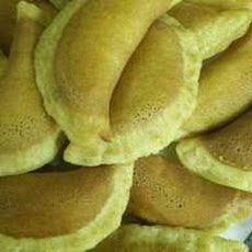 Ataif  / Atayif Bil Ishta -- Arab Pancakes Filled With Cream.