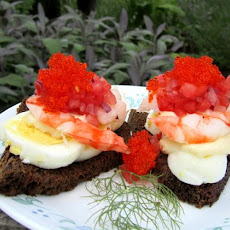 Smushi 3: Greenlandic Prawns With Mayonnaise and Hard Boiled Egg